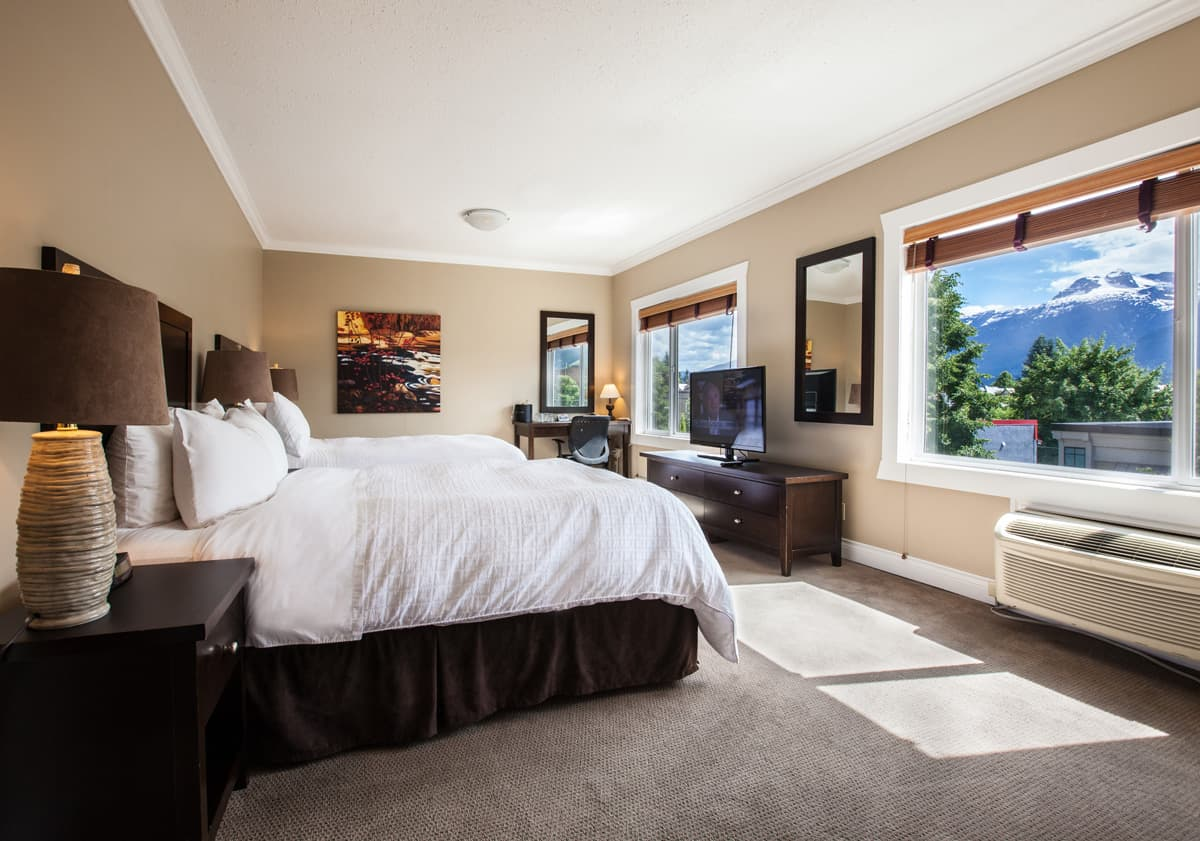 Revelstoke_Accommodation_Hotel_Regent (1)